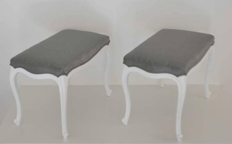 Pair of Louis XV Style Upholstered Benches In Excellent Condition For Sale In West Palm Beach, FL