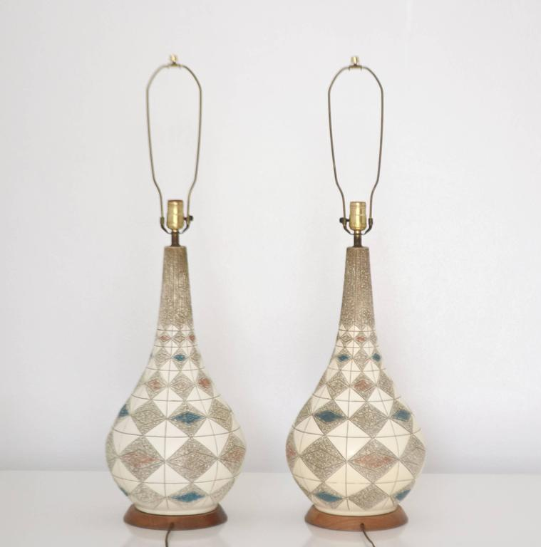 Mid-20th Century Pair of Mid-Century Ceramic Table Lamps For Sale