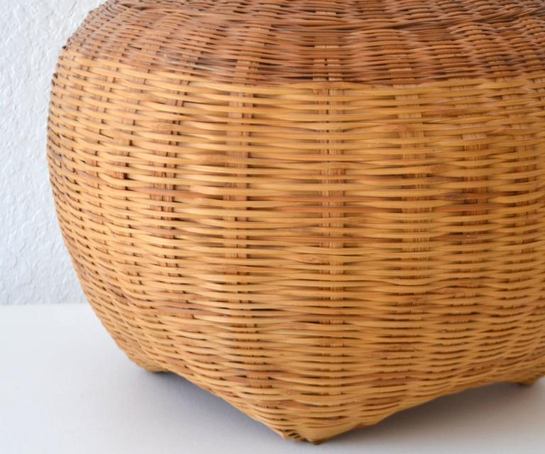 Mid-Century Woven Rattan Basket Form Table Lamp For Sale 1