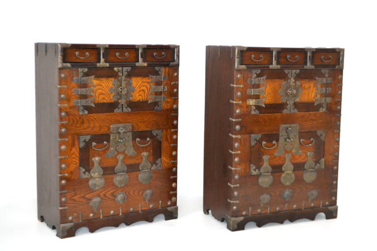 Pair of Hollywood Regency Campaign Style Side Tables In Excellent Condition For Sale In West Palm Beach, FL