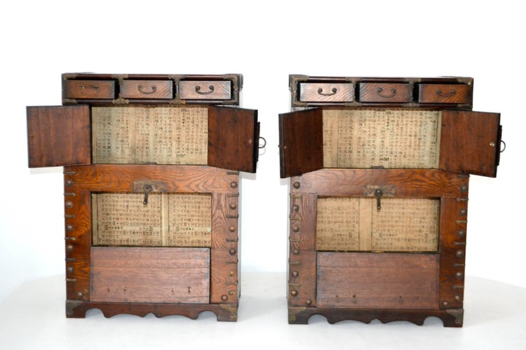 Mid-20th Century Pair of Hollywood Regency Campaign Style Side Tables For Sale
