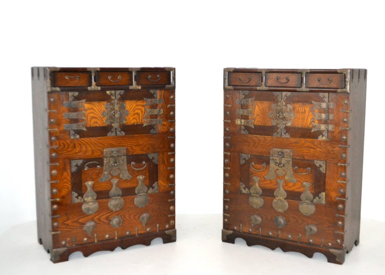 Pair of Hollywood Regency Campaign Style Side Tables For Sale 4