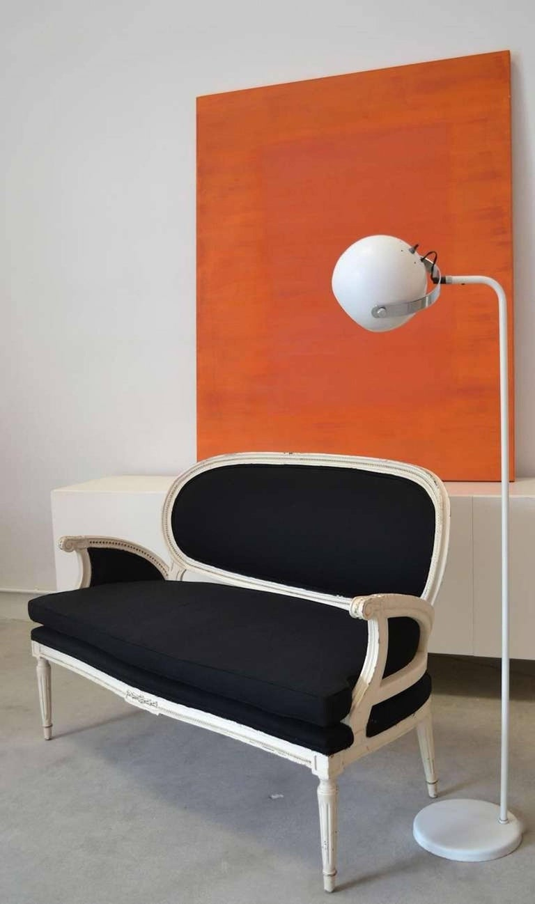 Mid-Century Modern white lacquered floor lamp by Robert Sonneman, circa 1960s-1970s. This minimalist architectural floor lamp is designed with an articulating globe form shade and a chrome pivoting arm to allow for directional lighting. The base of