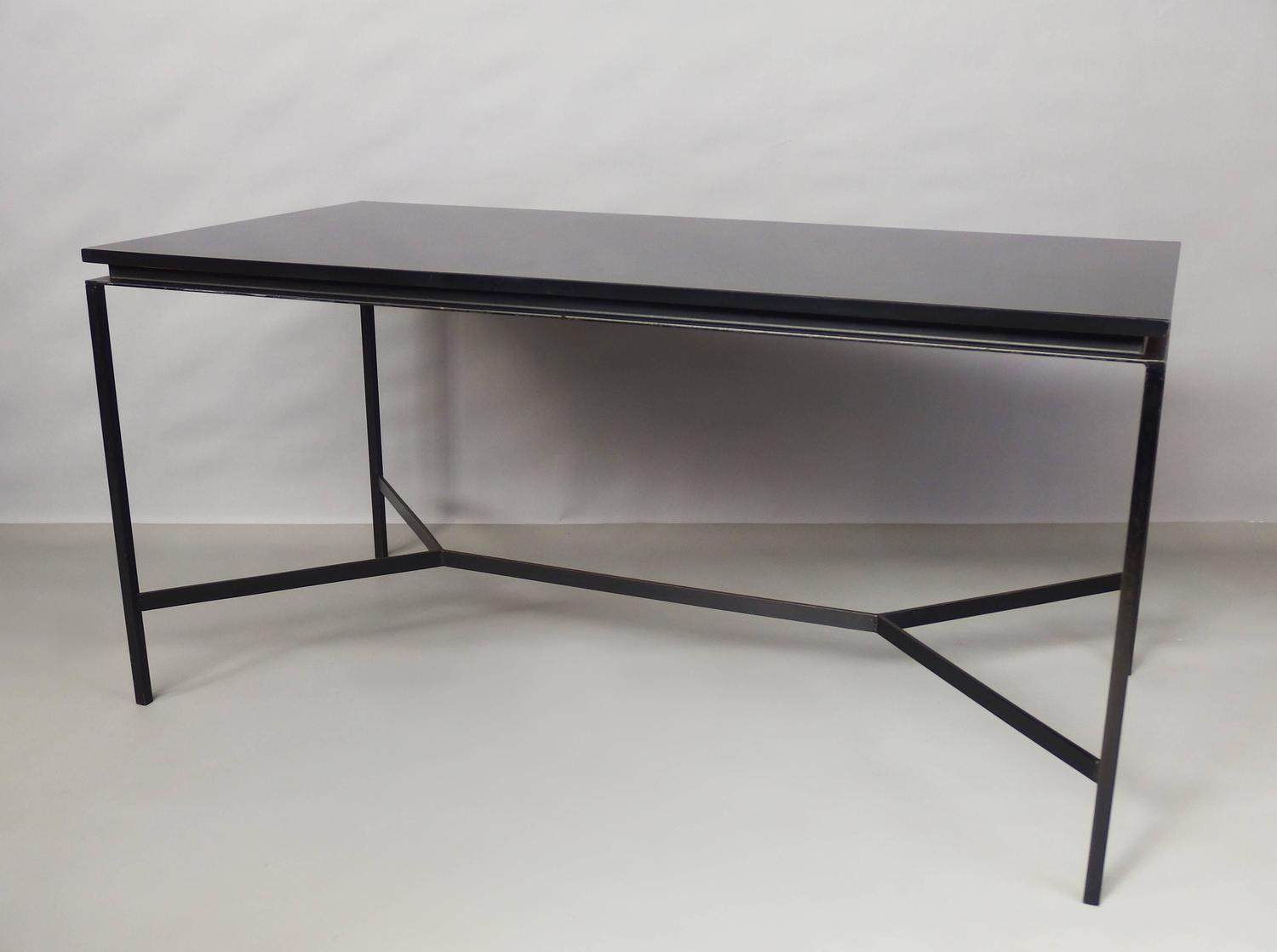 cm172 table by pierre paulin for sale at 1stdibs. Black Bedroom Furniture Sets. Home Design Ideas