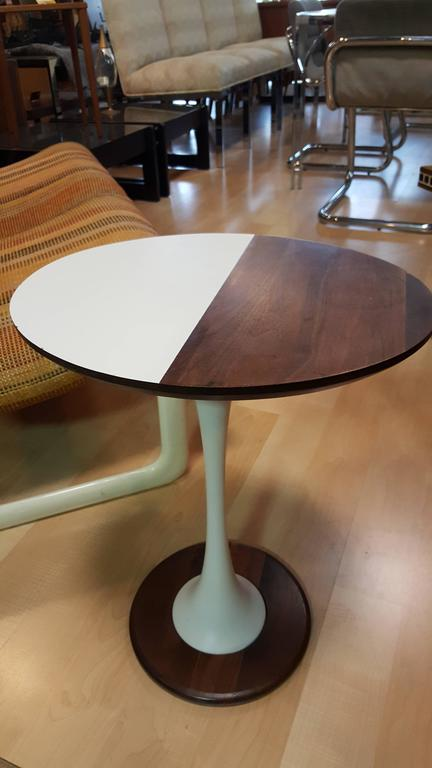 Unique Tulip Base Oval End Table For Sale At 1stdibs