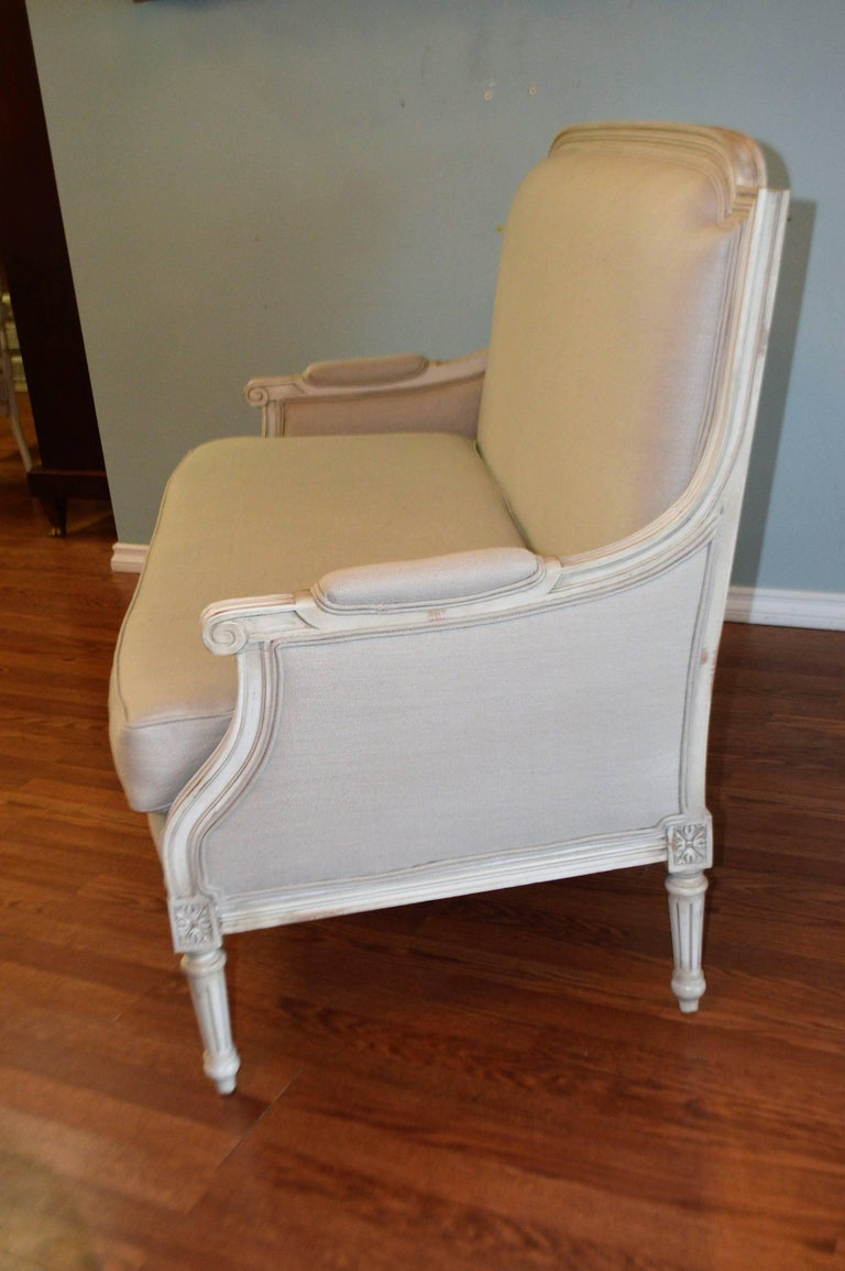 Louis XVI Style Painted Settee, Canape, Newly Upholstered in Grey Belgium Linen For Sale 2