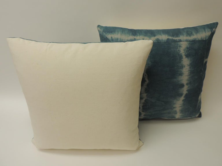 Pair of Vintage Green Shibori Square Throw Pillows In Good Condition For Sale In Wilton Manors, FL
