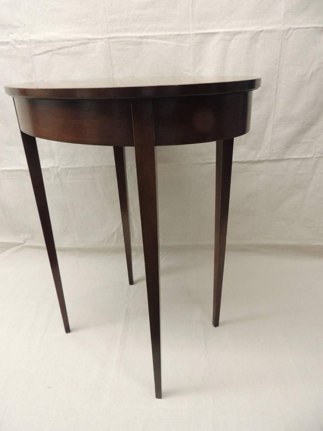 vintage oval wood side table with square tapered legs for sale at 1stdibs. Black Bedroom Furniture Sets. Home Design Ideas