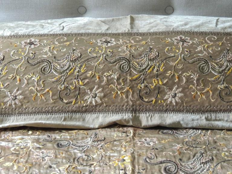 Green Asian Silk Embroidered Bed Cover or Wall Hanging Tapestry In Good Condition For Sale In Oakland Park, FL