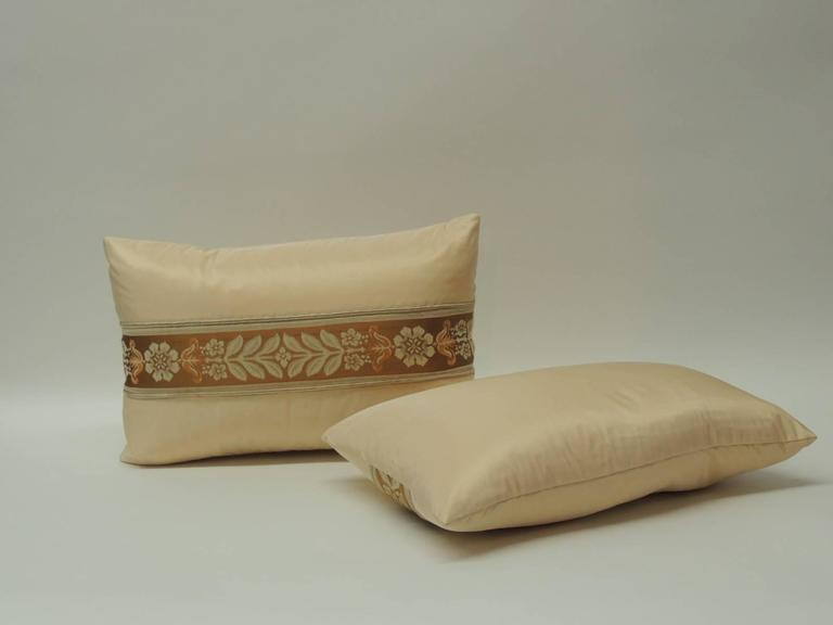 Hand-Crafted Pair of 19th Century French Peach Silk Ribbon Lumbar Decorative Pillows For Sale