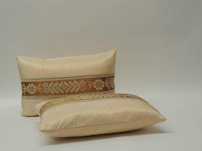 Pair of 19th Century French Peach Silk Ribbon Lumbar Decorative Pillows In Good Condition For Sale In Oakland Park, FL