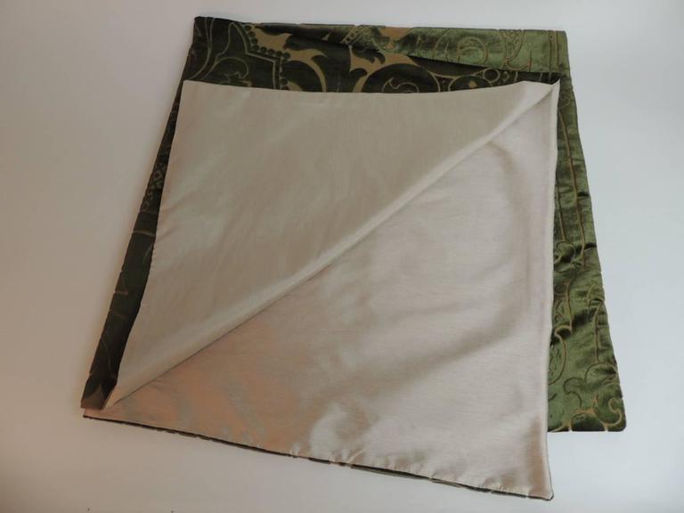 19th Century 19th century silk velvet Gaufrage green throw For Sale