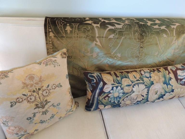 Baroque 19th century silk velvet Gaufrage green throw For Sale