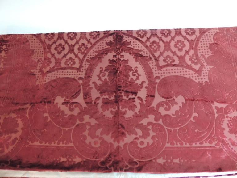 Baroque 19th century silk velvet Gaufrage red throw For Sale
