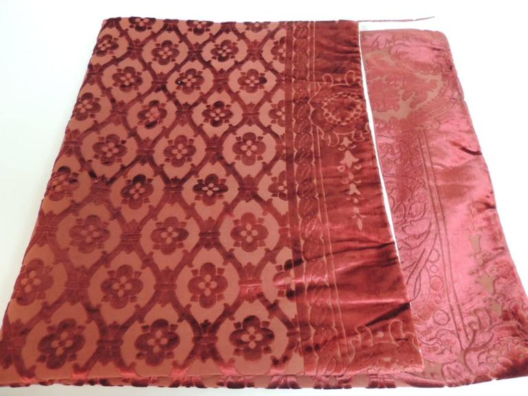 French 19th century silk velvet Gaufrage red throw For Sale