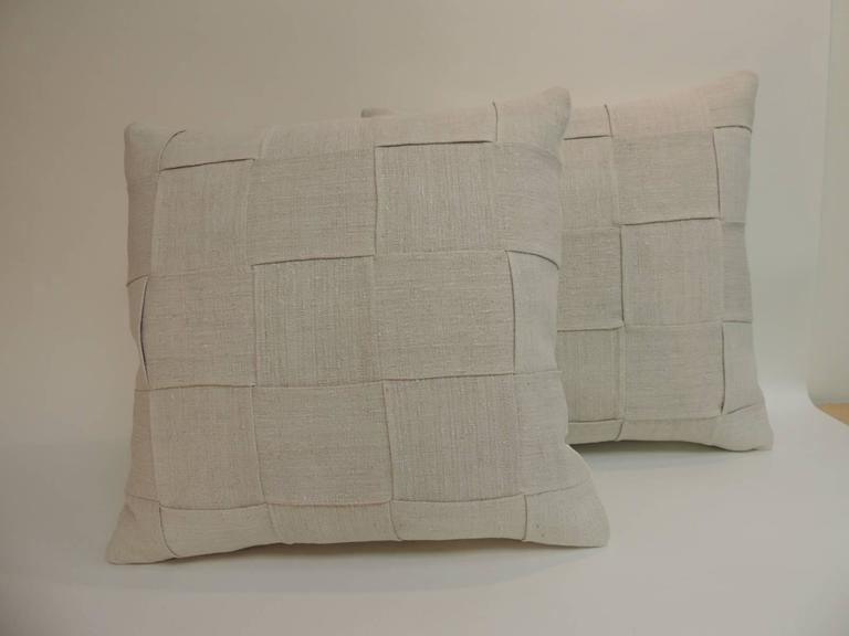 French Provincial Pair of 19th Century Homespun French Antique Linen Pillows For Sale