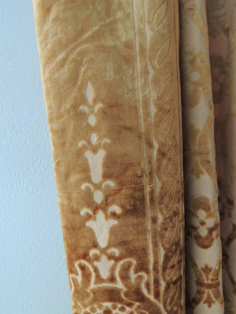 Pair of 19th Century Gold Silk Cut Velvet Goufrage Curtains In Excellent Condition For Sale In Oakland Park, FL