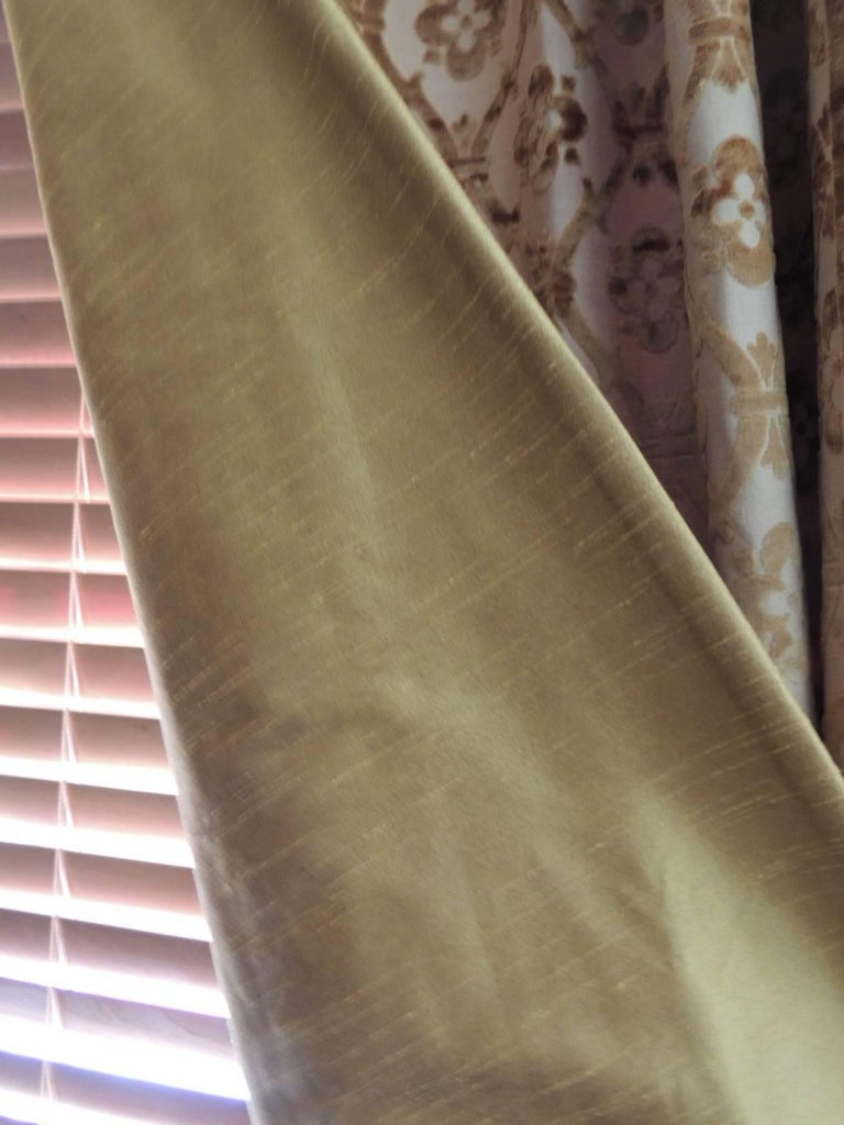 Pair of 19th Century Gold Silk Cut Velvet Goufrage Curtains For Sale 4