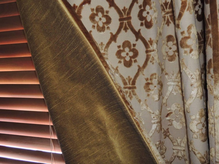 Pair of 19th Century Gold Silk Cut Velvet Goufrage Curtains For Sale 1
