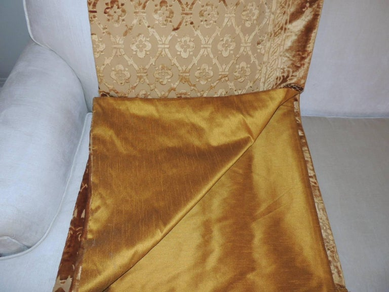Pair of 19th Century Gold Silk Cut Velvet Goufrage Curtains For Sale 3