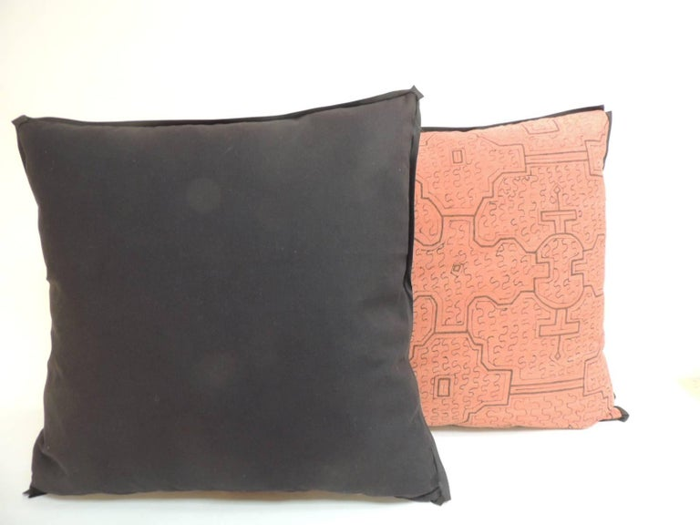 Pair of Graphic Tribal Peruvian Textile in Orange and Black Decorative Pillows In Good Condition For Sale In Wilton Manors, FL