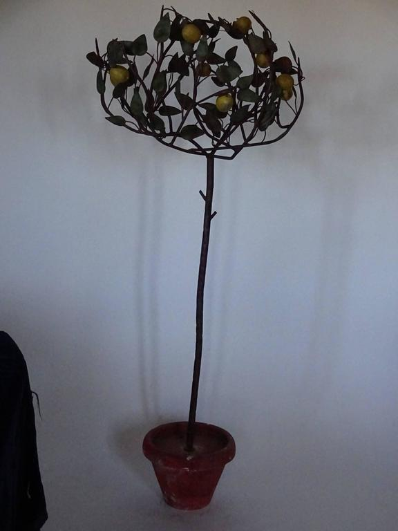 1940s Italian tole lemon tree in realistic tole terra cotta pot. Green tole leaves and yellow lemons decorate the branches. Top of tree diameter is approximately 26.