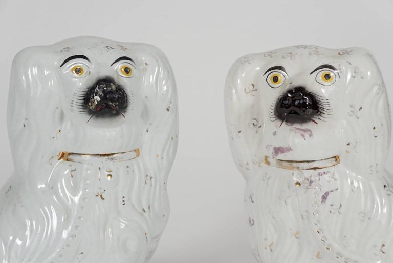 Pair of Similar Staffordshire Porcelain Spaniels For Sale 1