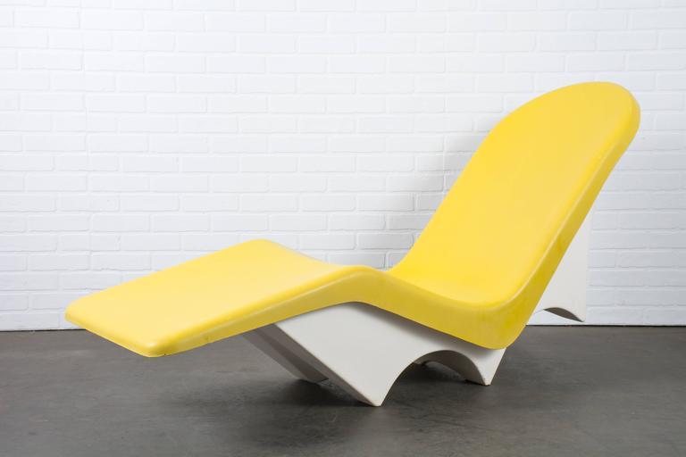 Mid century modern le barron fibrella outdoor chaise for Mid century modern chaise lounge chairs