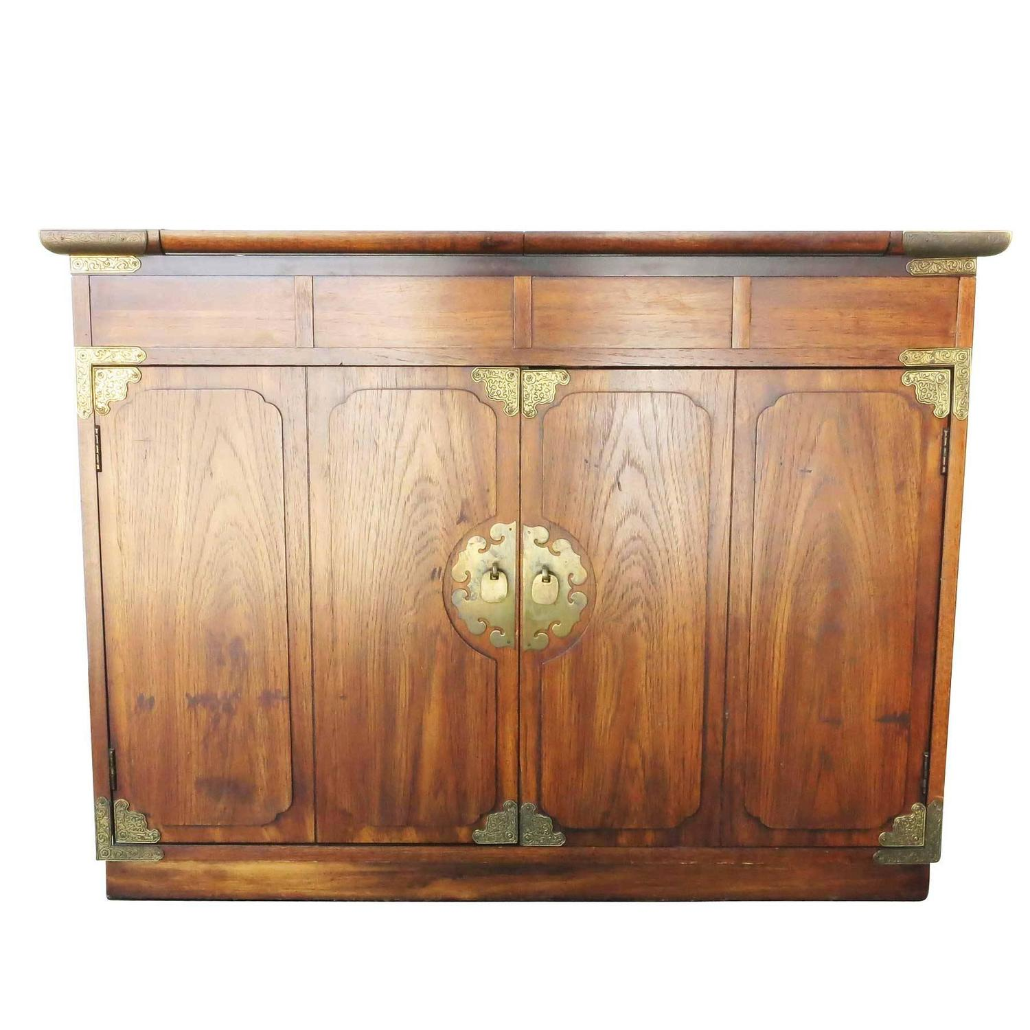 Asian Inspired Small Credenza By Thomasville For Huntley At 1stdibs