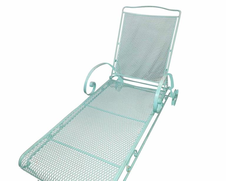 Mid-20th Century Russell Woodard Iron Mesh Outdoor/Patio Chaise Lounge, 1950 For Sale