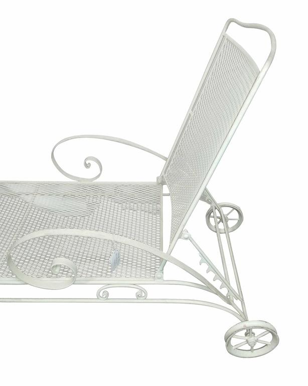American Russell Woodard Iron Mesh Outdoor/Patio Chaise Lounge, 1950 For Sale