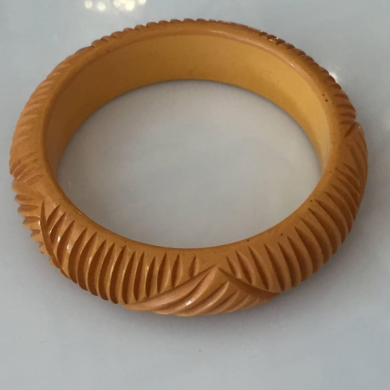 American Vintage Carved Butterscotch Bakelite Bangle, circa 1930s For Sale