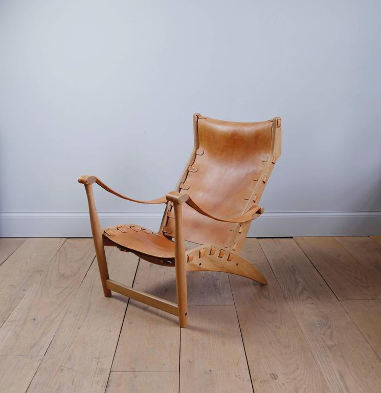 As a young man, Danish Architect Mogens Voltelen worked for both Poul Henningsen and Vilhelm Lauritzen. His Copenhagen lounge chair was designed in 1936 for cabinet-maker Niels Vodder. In its first iteration, the leather was attached to the wood
