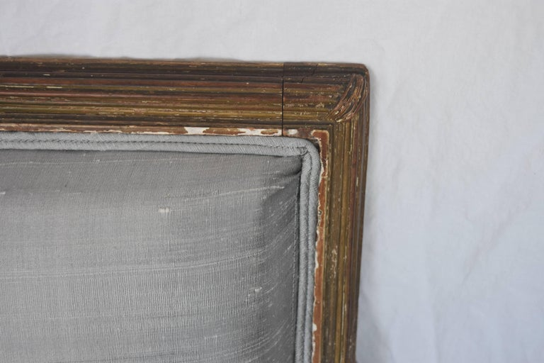 Carved 19th Century French Louis XVI Gold Gilt Settee with Light Gray Raw Silk and Down For Sale