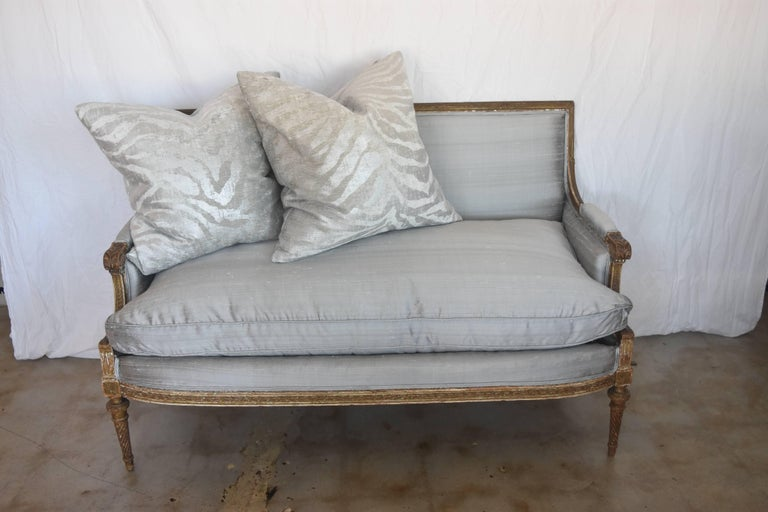 19th Century French Louis XVI Gold Gilt Settee with Light Gray Raw Silk and Down For Sale 5