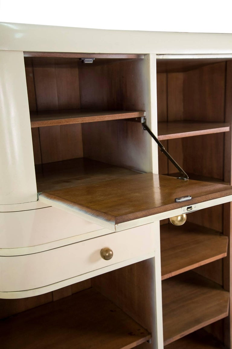 1930s White Wardrobe In Good Condition For Sale In Milan, IT