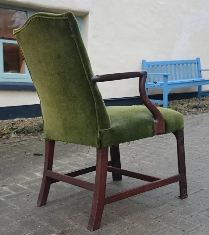 British 19th Century Gainsborough Library Chair in the Manner of Thomas Chippendale For Sale