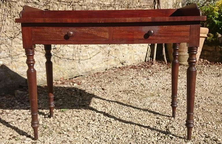 British 19th Century Mahogany Serving Table For Sale