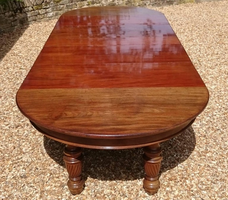 Large 19th Century Mahogany Extending Antique Dining Table In Excellent Condition For Sale In Gloucestershire, GB