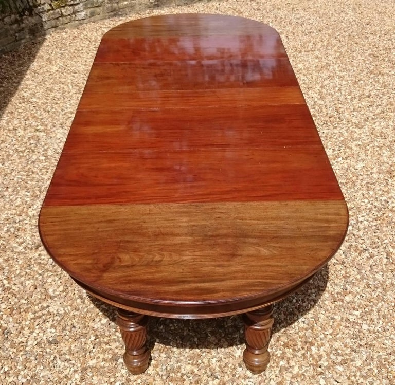 Large 19th Century Mahogany Extending Antique Dining Table For Sale 1