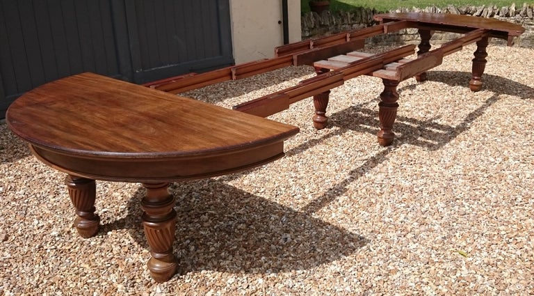 Large 19th Century Mahogany Extending Antique Dining Table For Sale 5