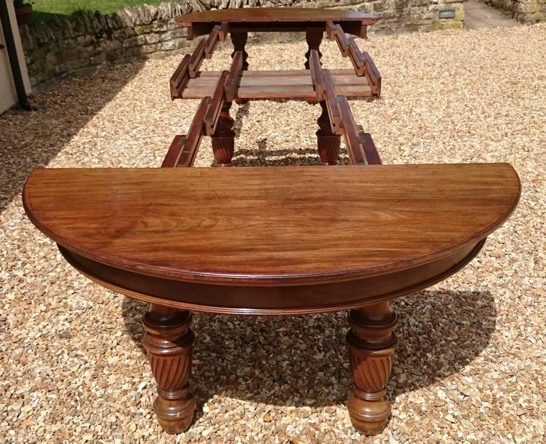 Large 19th Century Mahogany Extending Antique Dining Table For Sale 4