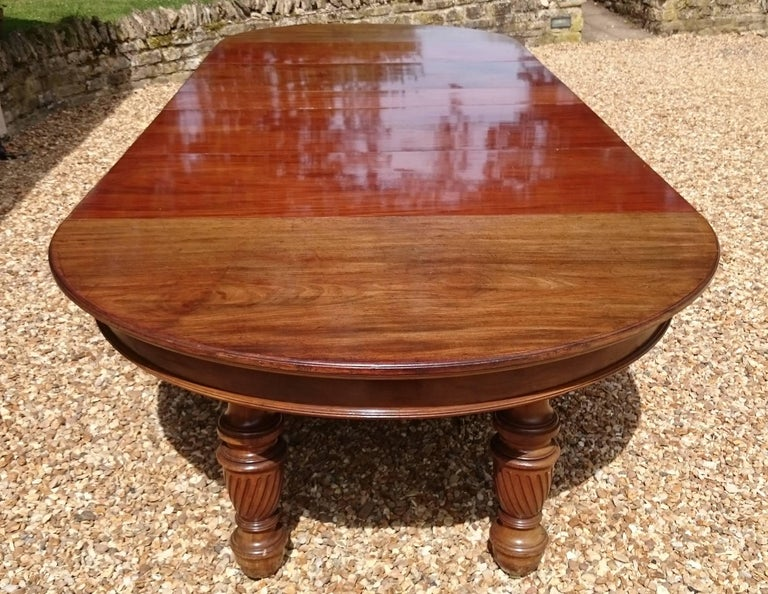 English Large 19th Century Mahogany Extending Antique Dining Table For Sale