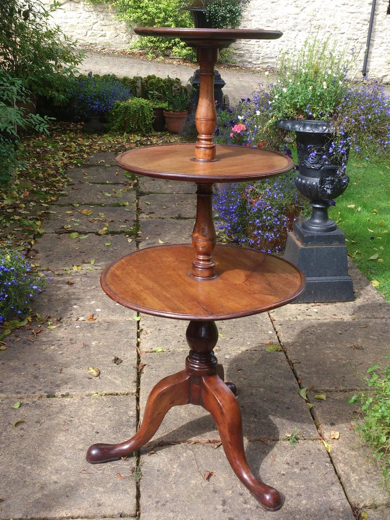 18th Century Mahogany George III Period Georgian Antique Tripod Dumb Waiter In Excellent Condition For Sale In Gloucestershire, GB