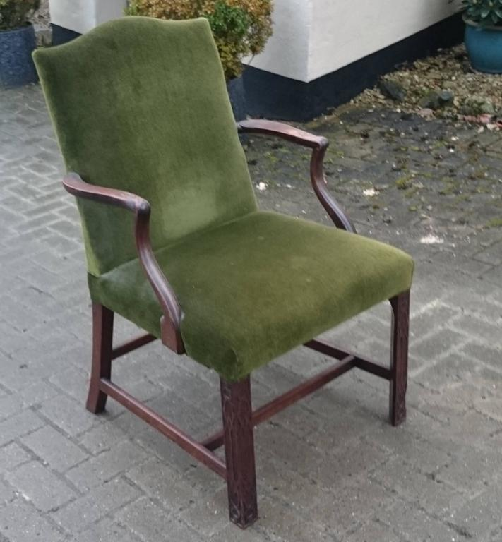 19th Century Gainsborough Library Chair in the Manner of Thomas Chippendale In Excellent Condition For Sale In Gloucestershire, GB