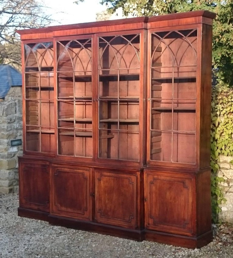 Large and Fine 18th Century George III Period Mahogany Breakfront Bookcase In Good Condition For Sale In Gloucestershire, GB