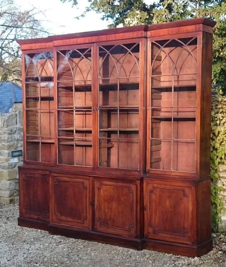 Large and Fine 18th Century George III Period Mahogany Breakfront Bookcase For Sale 1