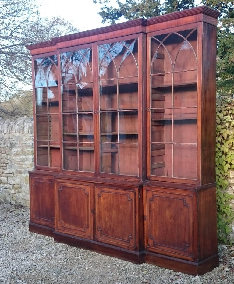 Large and Fine 18th Century George III Period Mahogany Breakfront Bookcase For Sale 2