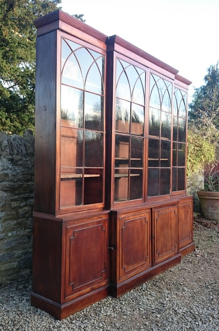 Large and Fine 18th Century George III Period Mahogany Breakfront Bookcase For Sale 3