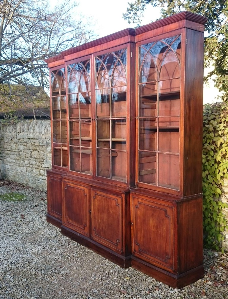 Large and Fine 18th Century George III Period Mahogany Breakfront Bookcase For Sale 4